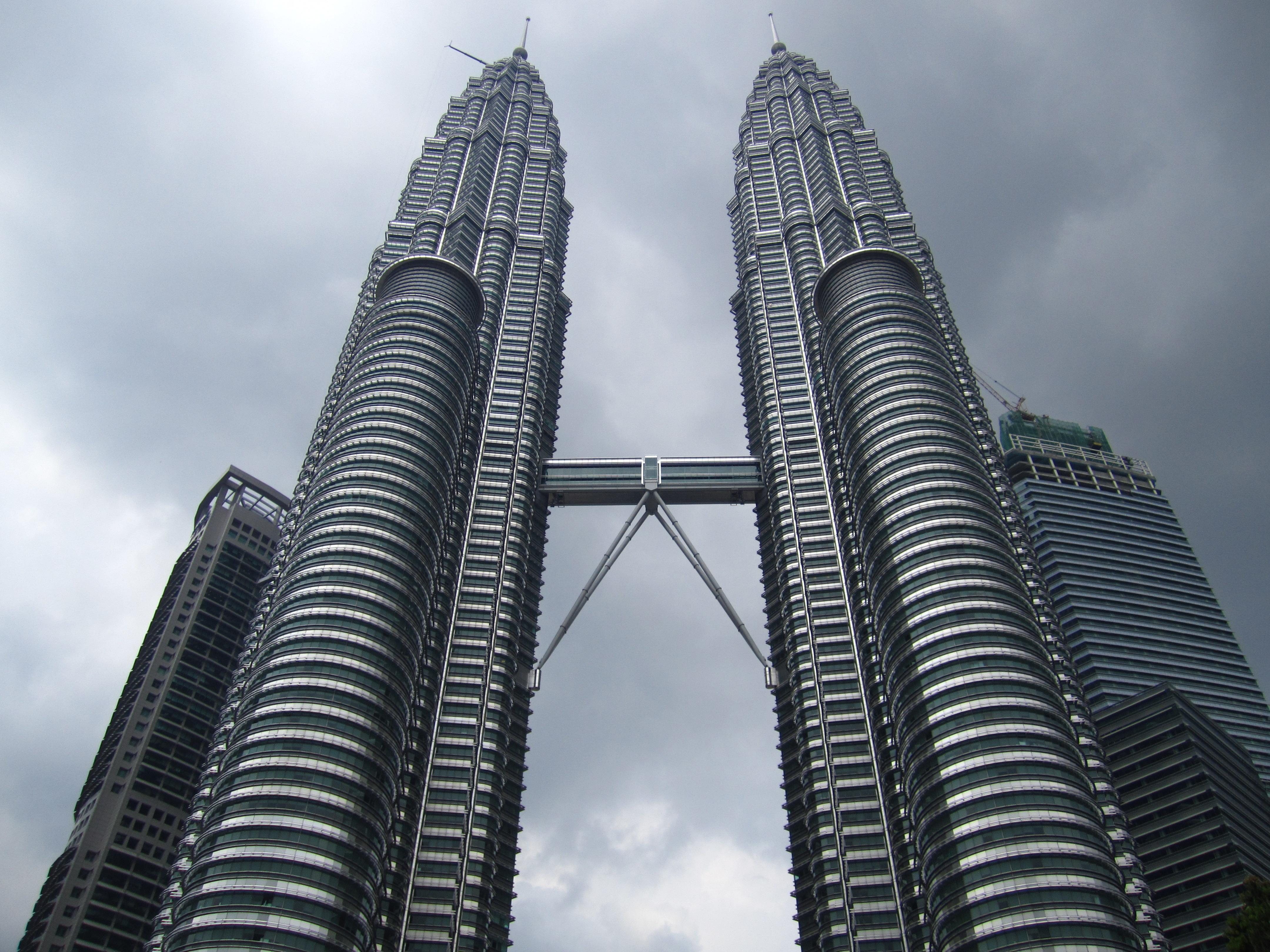 Photo of the Week: Petronas Towers, Kuala Lumpur - GoMad Nomad