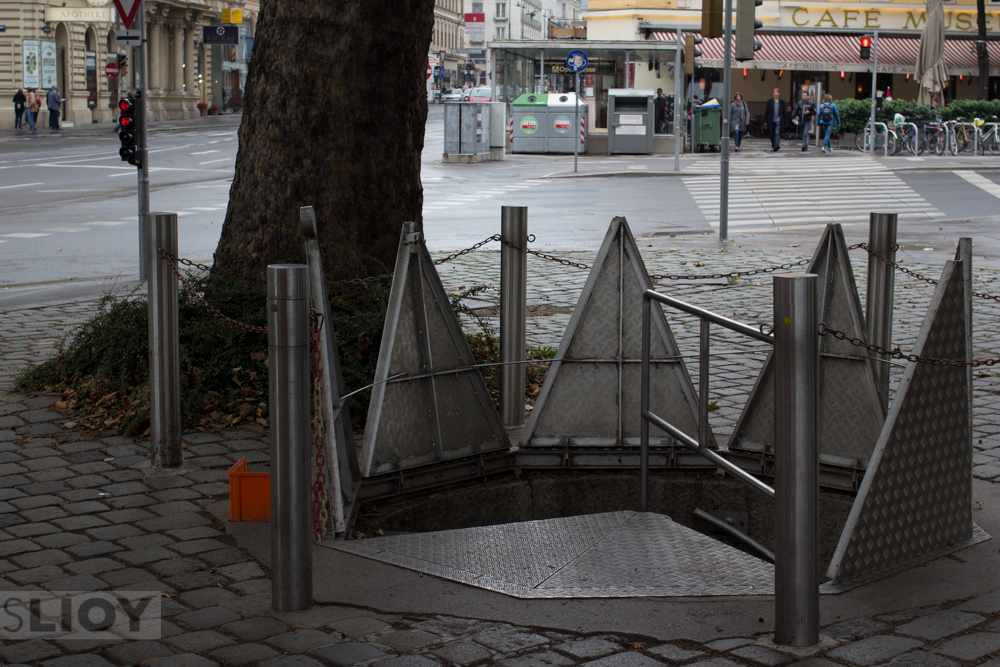 Public entrance to the Vienna Sewers at Girardipark.
