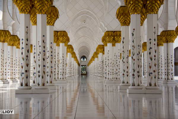 shiek zayed mosque hallway