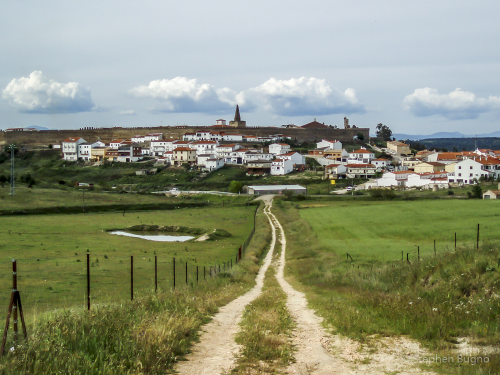 is it safe to walk the camino de santiago alone