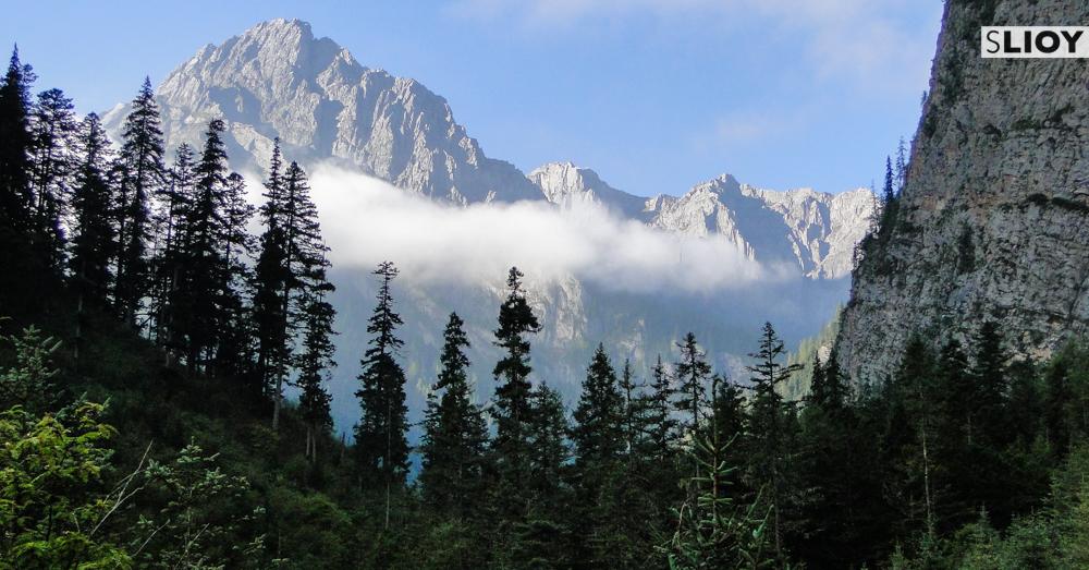 Exploring Jiuzhaigou National Park in Sichuan China travel tips