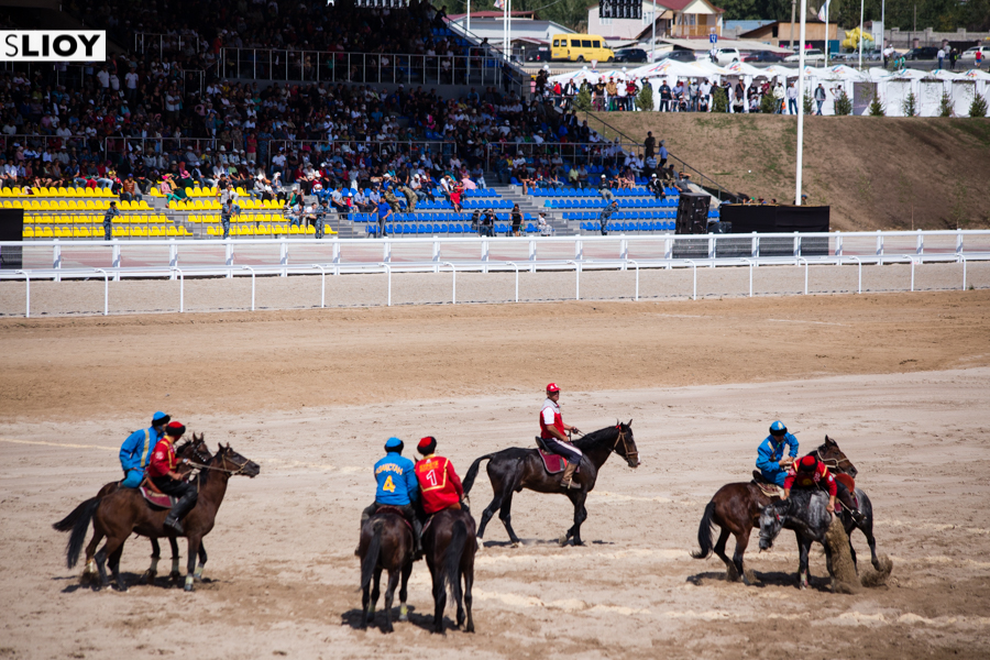 Kickoff of the Buzkashi final between Kazakhstan and Kyrgyzstan at the 2016 World Nomad Games