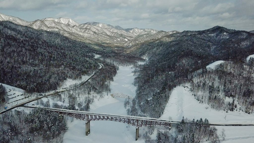 "alt=""Lake Katsurazawa in the snow in Hokkaido"""